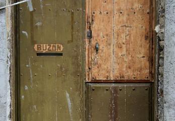 Puerta buzón antiguo madera