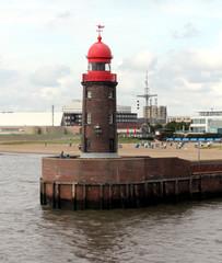 maritime denkmäler: leuchtturm und wasserstandsanzeiger