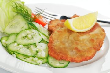 Schweineschnitzel mit Gurkensalat