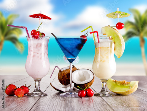 Fototapety, obrazy : Summer drinks with blur beach on background