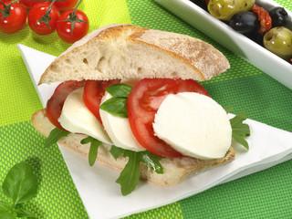Ciabatta mit Tomaten und Mozzarella