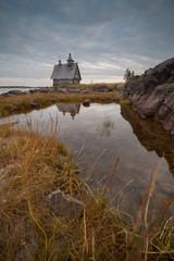 Церковь. Берег моря.вечер