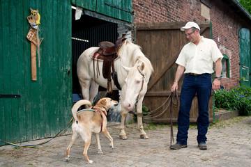 Axel, Nina und Thorsten im Stall