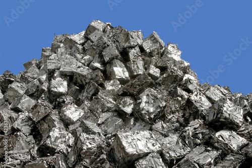 gepresster aluminiumschrott  auf schrottberg - 42363886