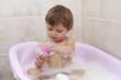 bambina bagno schiuma