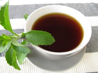 Schwarzer Kaffee mit Stevia