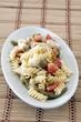 pasta fredda con ortaggi e mozzarella