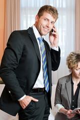 Geschäftsleute im Hotelzimmer
