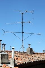 Antennes et cheminées sur tuiles canal