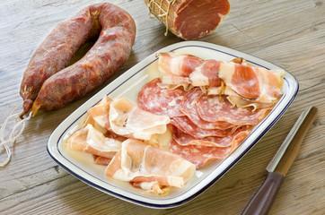 Vassoio di tipici salumi sardi - tray of sardinian salami