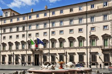 Roma, piazza Colonna e palazzo Chigi