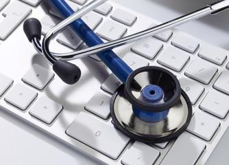 Stethoskop auf tastatur close-up