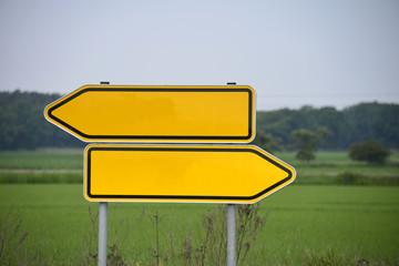 Wegweiser, Richtung, konträr, entgegengesetzt, Entscheidung