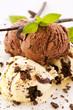 Schokoladeneis und Vanilleeis