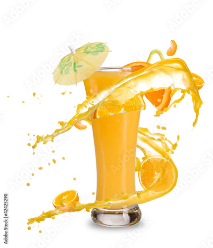 Aluminium Opspattend water Orange cocktail with juice splash, isolated on white background