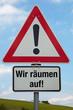 Achtung-Schild WIR RÄUMEN AUF!