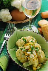 鸡蛋沙拉和花椰菜 Egg salad and cauliflower Eiersalat und Blumenkohl
