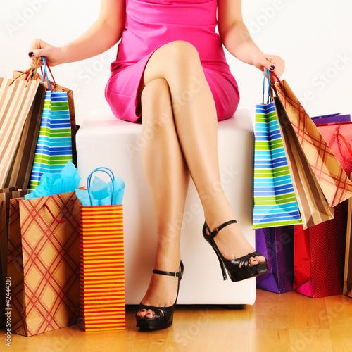 kobieta-z-torby-na-zakupy