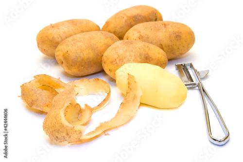 Kartoffeln, Schale und ein Schälmesser