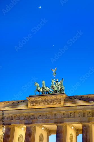 Small moon over the Brandenburger Tor
