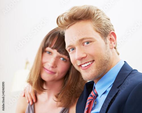 Lächelndes Business-Paar