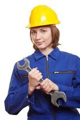 Handwerkerin mit Schraubenschlüssel