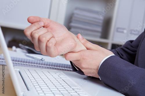 Hände mit Sehnenscheidenentzündung