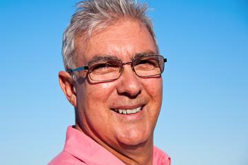 Retrato hombre con gafas