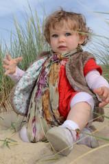 bébé dans les dunes