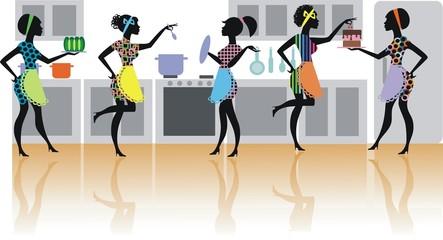 Пять силуэтов девушек на кухне