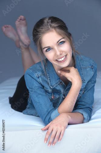 belle jeune fille beau sourire