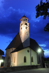 Kirche in Deutschnofen zur Blauen Stunde