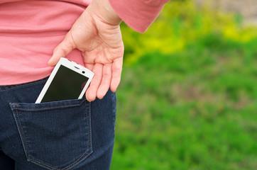 ポケットにスマートフォン