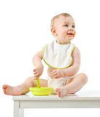 Junge isst Brei