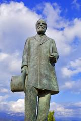 grèce; ioniennes, kefalonia : Lixouri, port : statue
