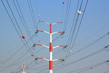 pylones et lignes à hautes tension