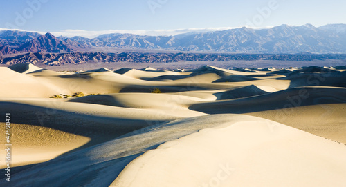 Stovepipe Wells sand dunes, Death Valley National Park, Californ