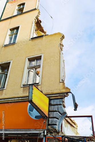 ein Wohnhaus wird abgerissen