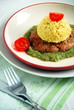 Zdrowa piramidka (sos, mięso, ryż, pomidor)