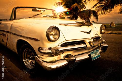 stary-amerykanski-samochod-kuba