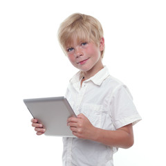 Junge mit Tablet PC