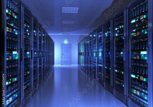 Wnętrze pokoju serwera