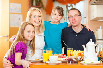 Familie - gesunde Ernährung zum Frühstück