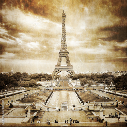 Eiffel tower from Trocadero monochrome vintage - 42631886