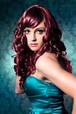 hüpsche Frau mit roten Locken / haircolors-11