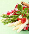 canvas print picture - Serving of fresh green and white asparagus