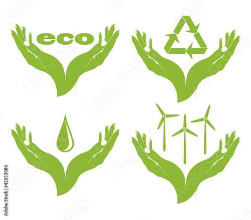 zestaw-eko-symboli-w-rekach-kobiet