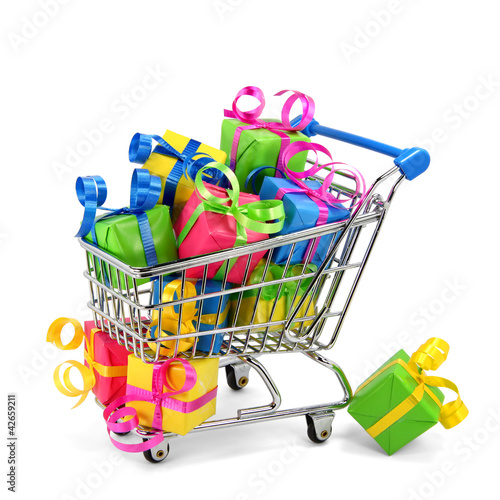 Einkaufswagen mit Geschenken