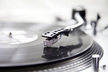 Schallplatte auf einem Plattenspieler