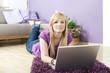 canvas print picture - Junge Frau am Laptop